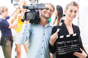Filmcrew mit Kamera und Synchronklappe - Film Catering München