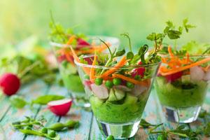 Gemüsegerichte in Glasschälchen - Vegan Foodtruck München