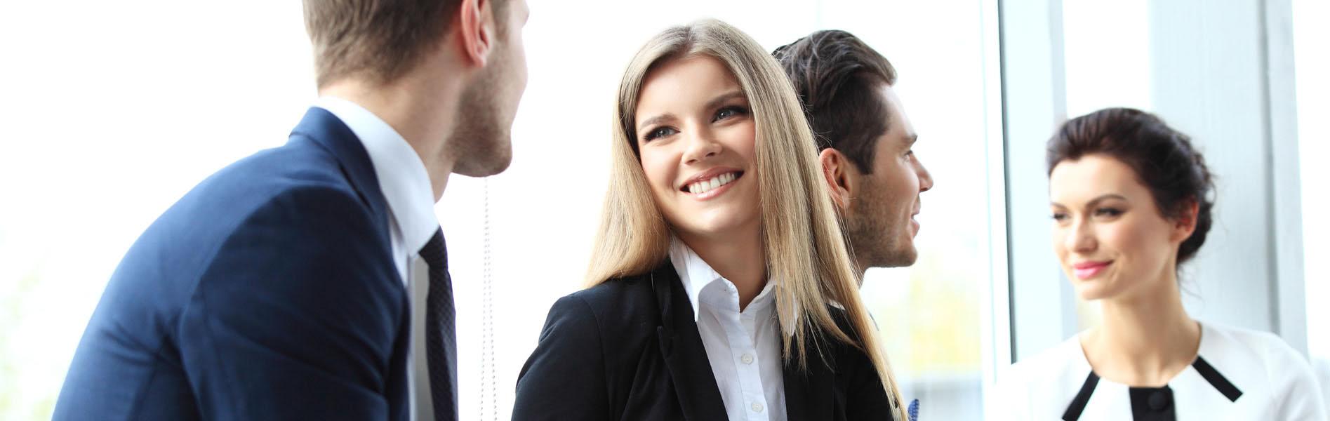 Büroangestellte im Meeting - Business Catering München-Lieferservice München-Business Lunch München-Unikorn Catreing München